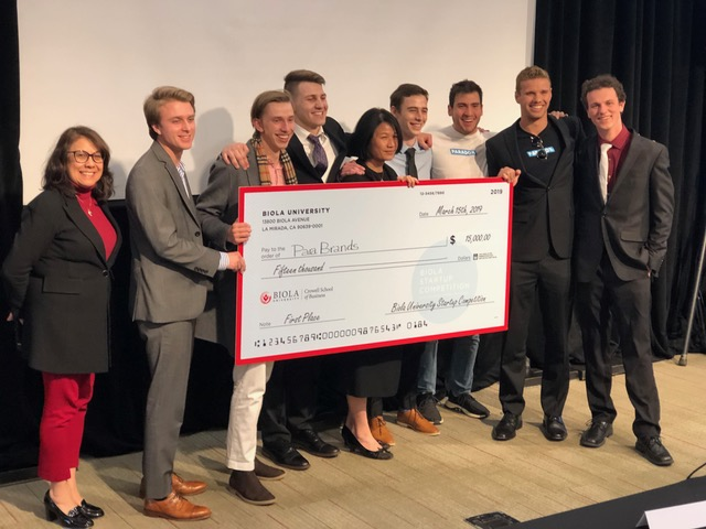 2019 startup competition winning team ParaBrands