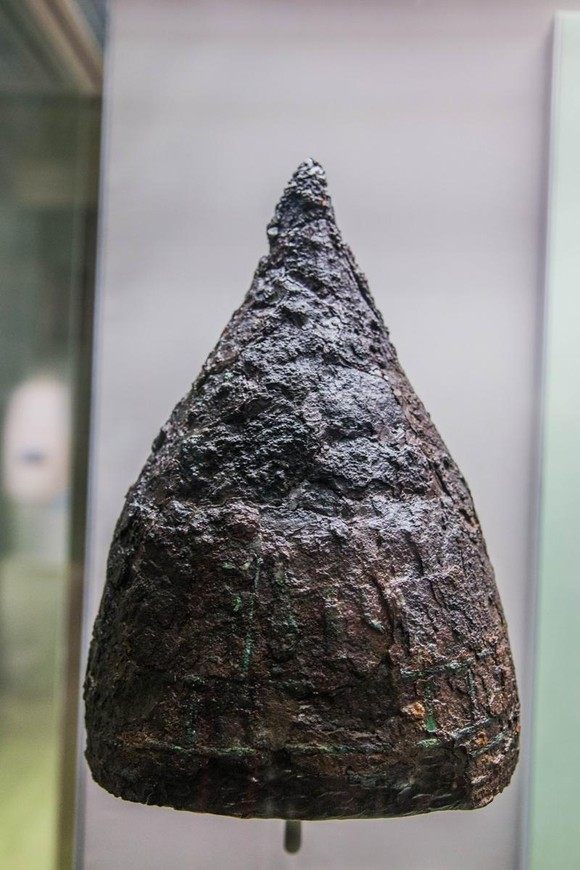 Assyrian helmet from the first millennium